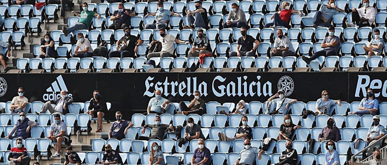 Público en Balaídos, en el partido del Celta B contra el Valladolid Promesas.