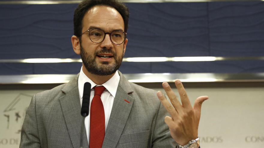 PSOE y C's piden el cese de los fiscales Maza y Moix