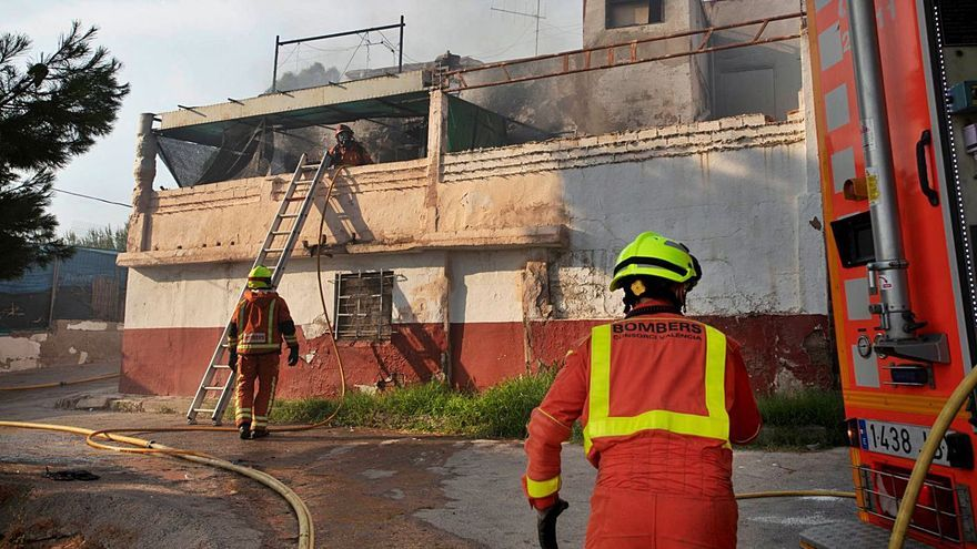 Una riña familiar desató el incendio que arrasó en Sagunt un coche y una casa
