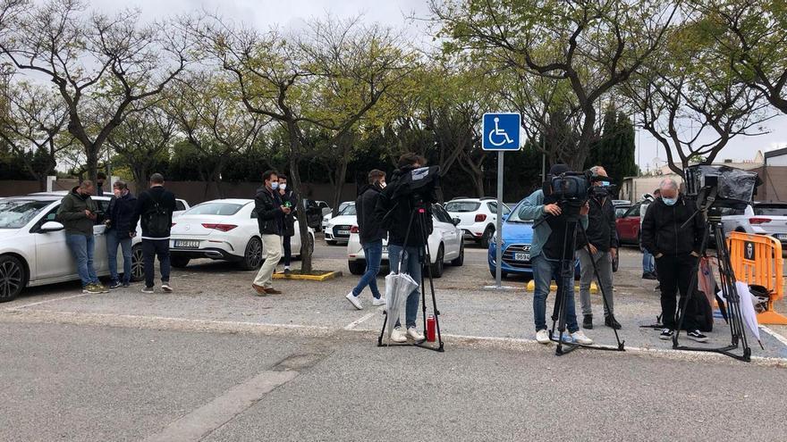 Expectación en la ciudad deportiva del Valencia CF ante la destitución de Javi Gracia