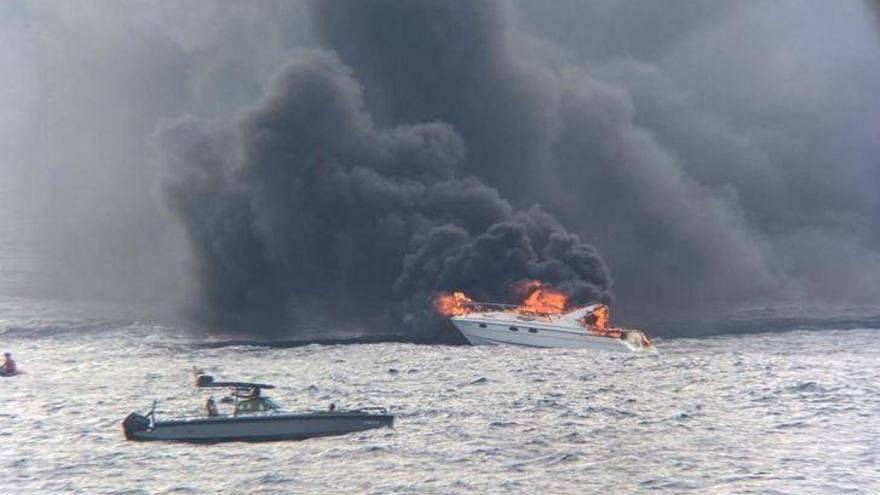 Insassen von brennendem Boot gerettet