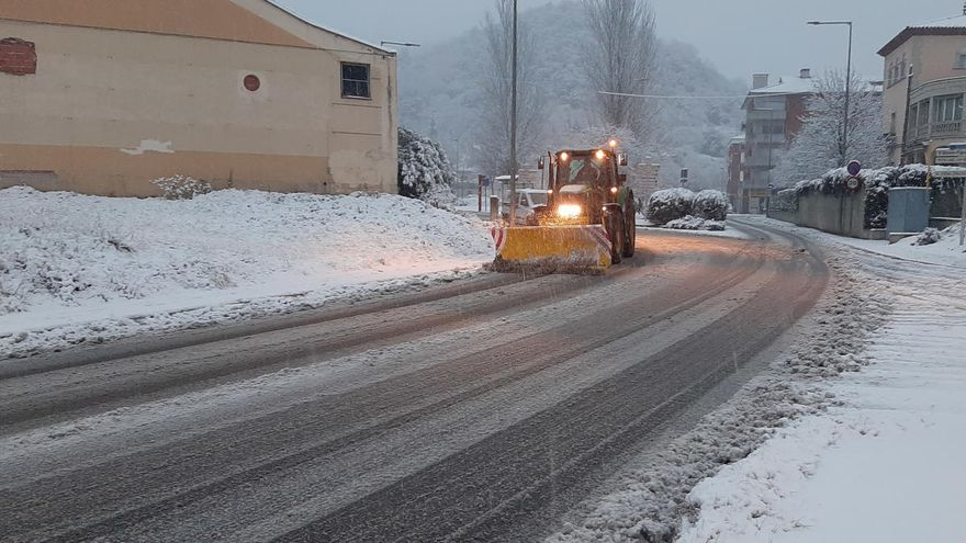 La neu talla la C-12 al Segrià i l'Eix Transversal entre Vilobí d'Onyar i Espinelves