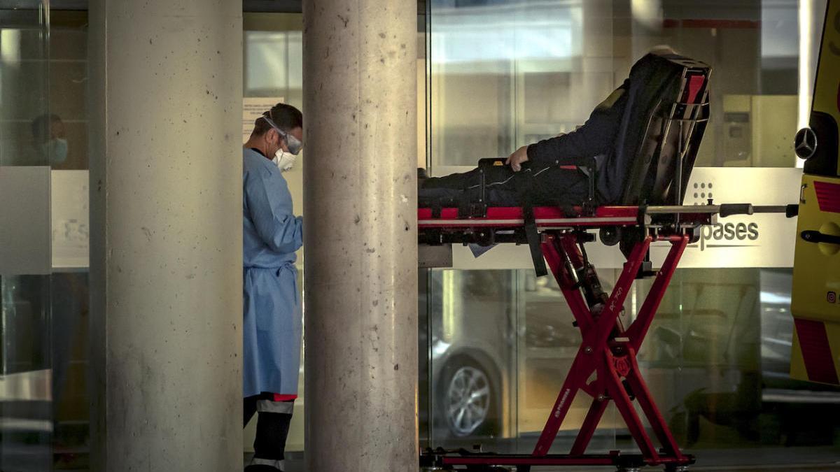 Extuban a cinco pacientes con coronavirus en hospitales de Baleares
