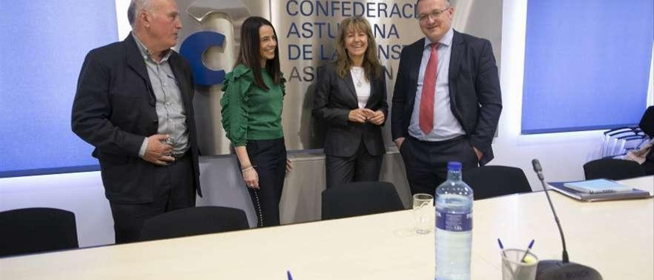 Por la izquierda, Manuel Fernández, Carmen León, Paloma Gázquez y Joel García, en la sede de la patronal de la construcción, CAC-Asprocon.