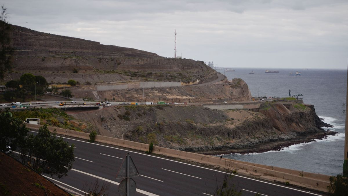 Clouds and clearings at the entrance to the capital of Gran Canaria.