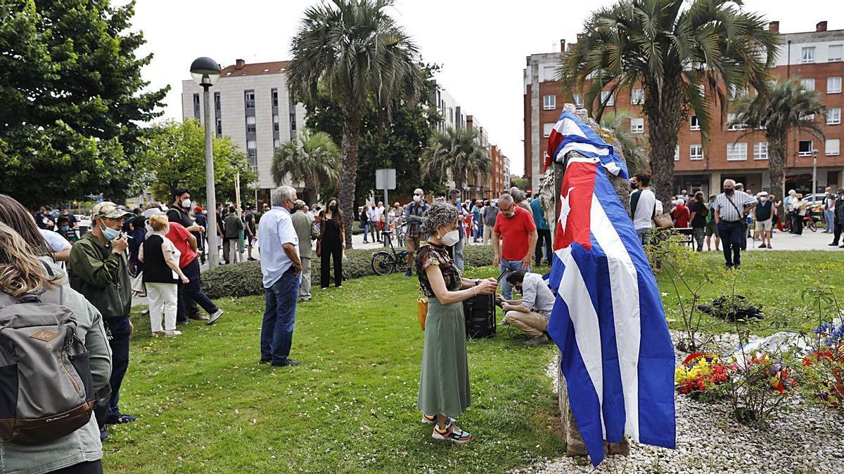 Ofrenda floral ante el monumento de José Martí situado en la plaza de La Habana.   Marcos León