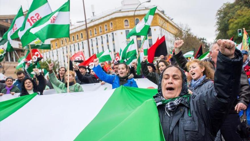 'La Andalucía que lucha' sale a protestar pese al mal tiempo