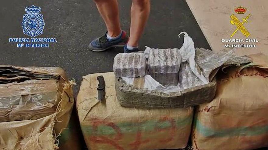 Desarticulada la base logística en Gran Canaria de una red que distribuía hachís en la Península