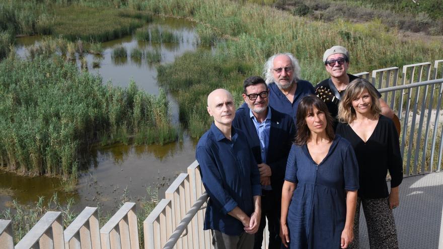 Una vintena d'artistes cantaran contra l'ampliació de l'aeroport del Prat a la cançó 'Som natura!'