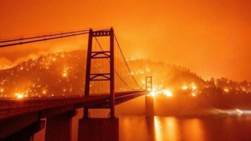 California amanece con cielo anaranjado por los incendios