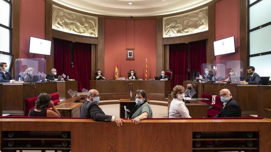 L'antiga Mesa del Parlament al·lega al jutge que no volia desobeir sinó protegir diputats