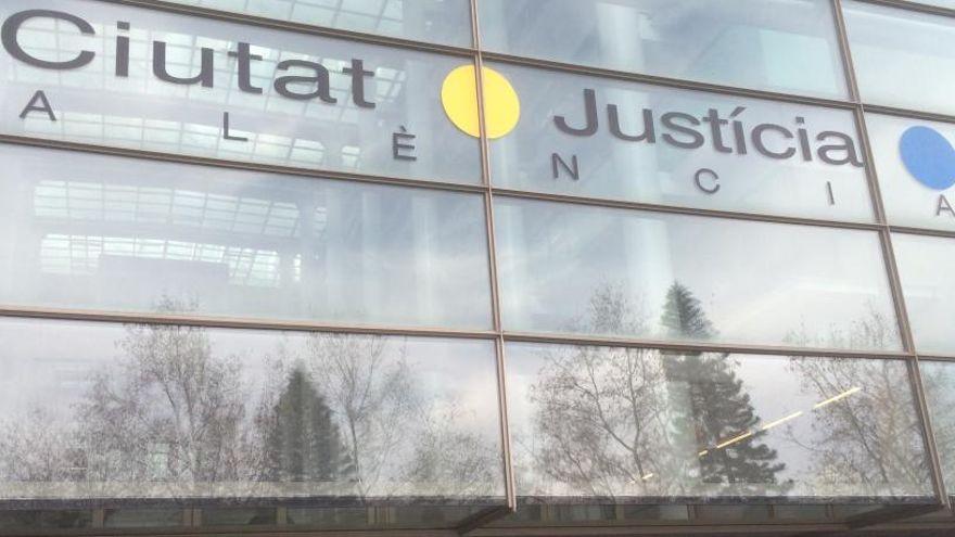El juez anula una resolución de la Generalitat por estar solo en valenciano