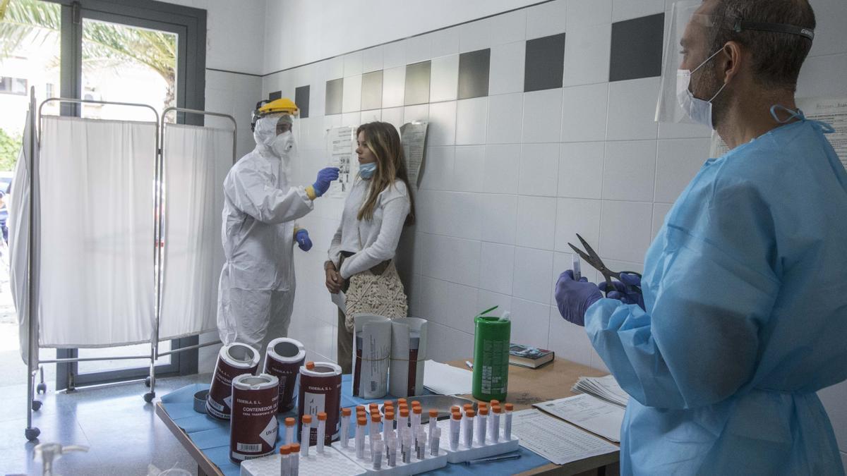 Toma de muestras por el covid en un centro de salud de la provincia