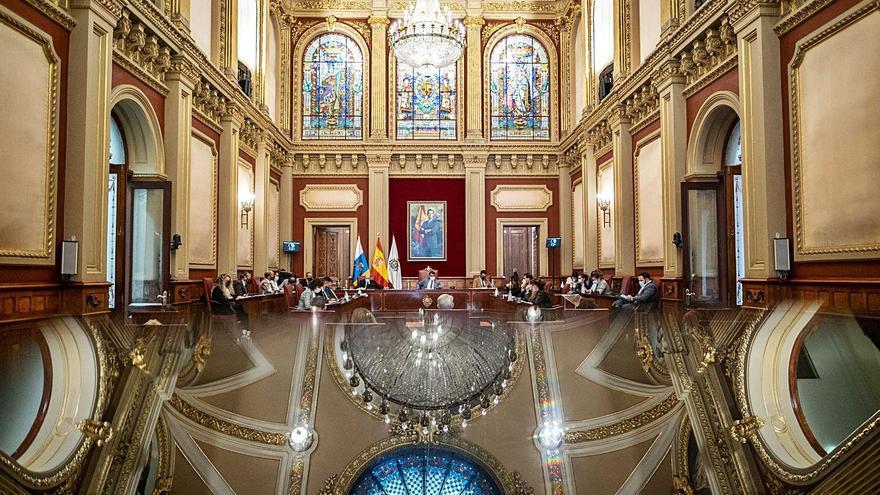 Intervención de urgencia en la cubierta del Palacio Municipal por filtraciones