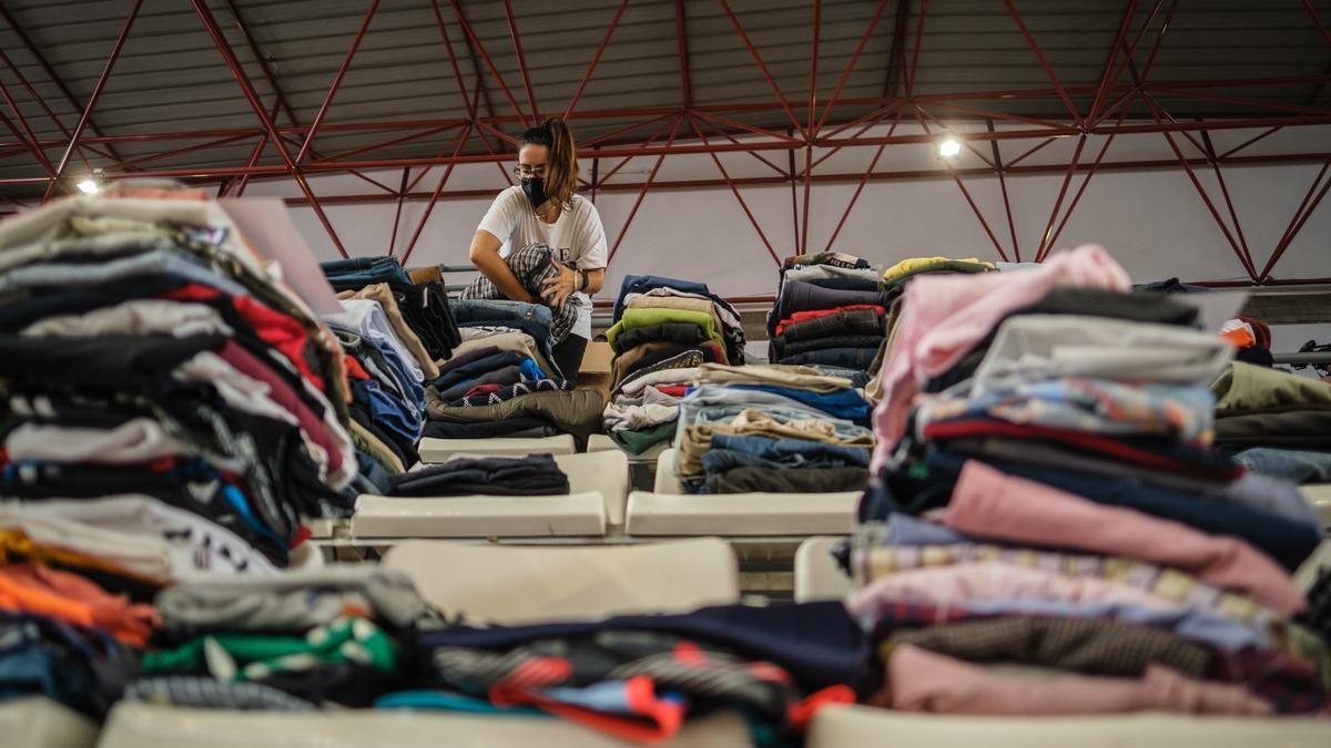 Donaciones de ropa para los afectados por la erupción del volcán de La Palma.