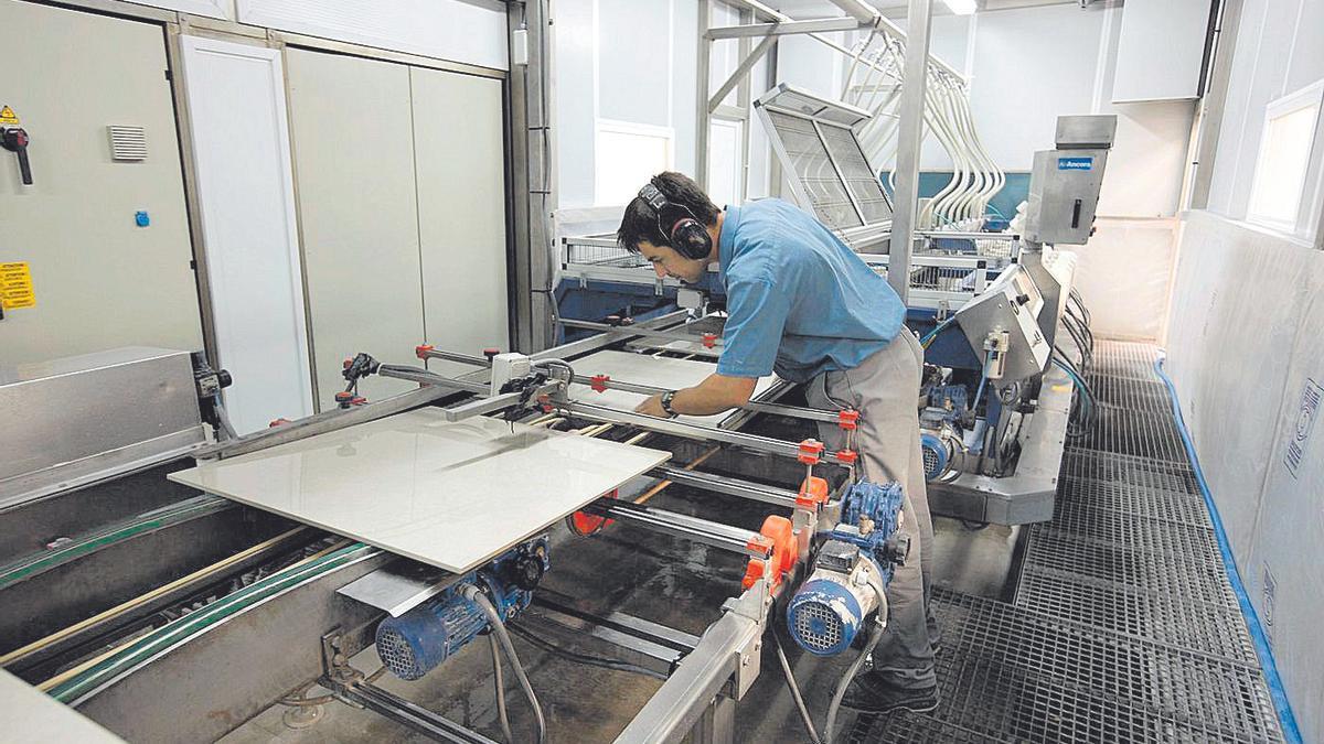 Casi el 80% de lo que produce el sector cerámico provincial se destina a la exportación