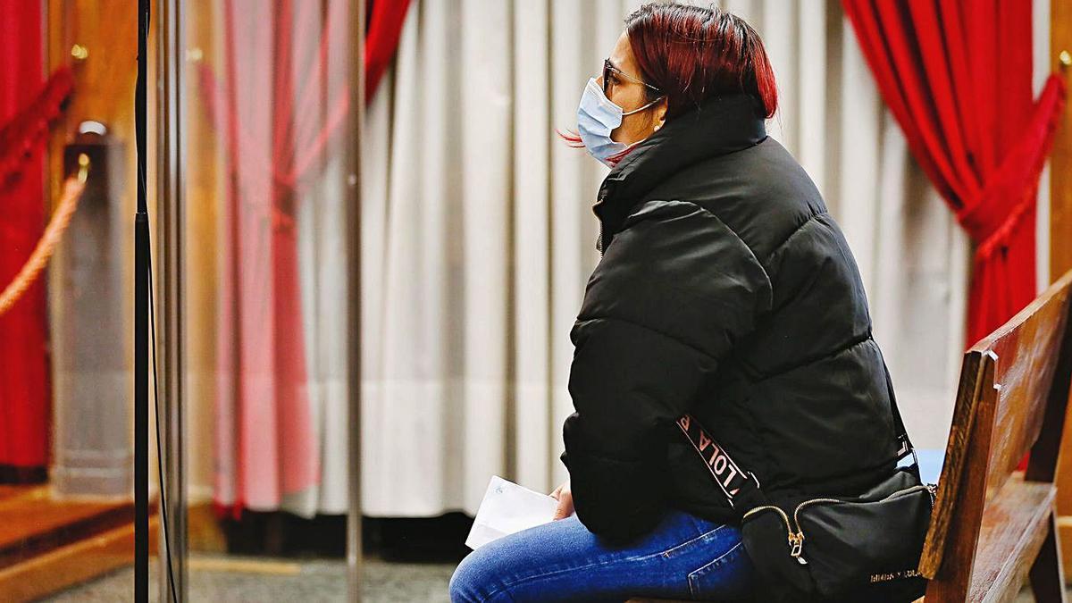 La acusada, Romina P. R., ayer, durante el juicio en la Audiencia Provincial de Ourense. // SANTI AMIL - POOL