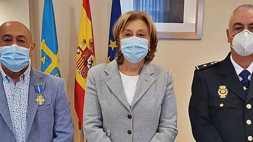 Los policías Enrique Pavón y Alejandro Valverde, condecorados