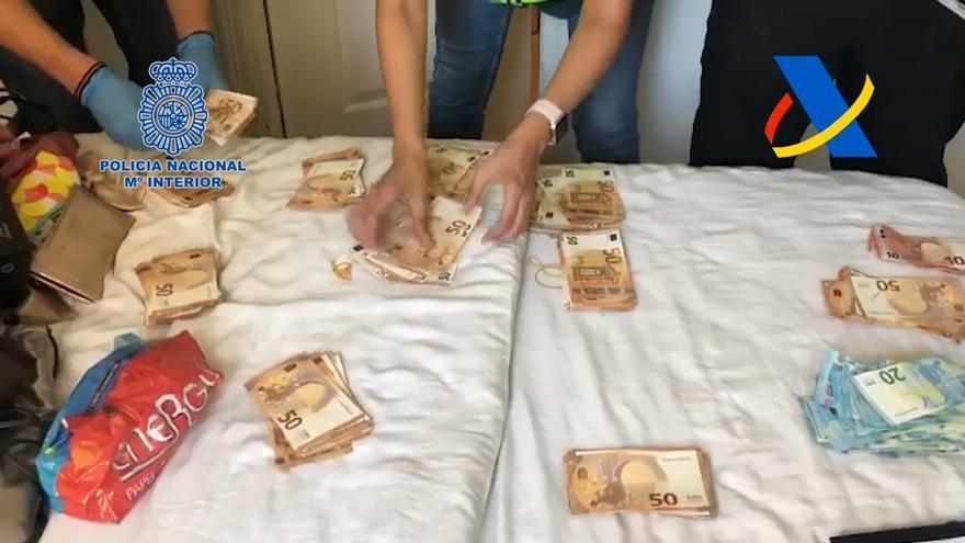 """Detenciones en Málaga tras la caída de un """"narcovelero"""" con 2.500 kilos de cocaína."""