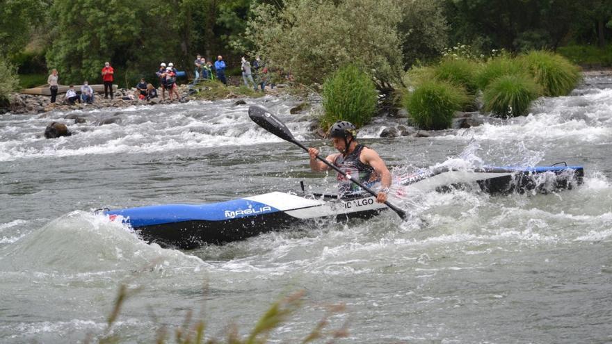 Guillermo Fidalgo (Oviedo Kayak), gana en el río Sil, en Galicia, la II Copa de España de descenso de aguas bravas