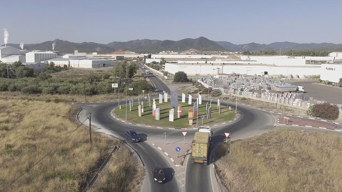 Las empresas del sector del azulejo en Castellón están abocadas a una serie de cambios para adaptarse a los condicionantes medioambientales.
