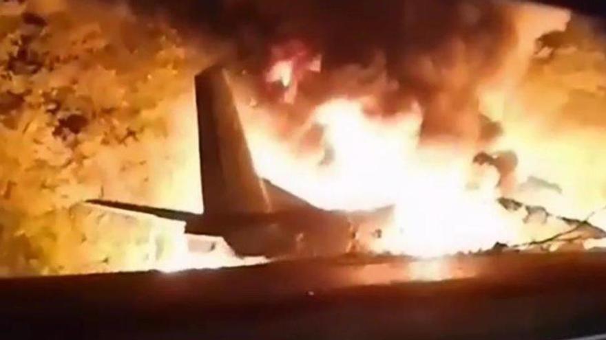 Augmenten a 26 els morts per l'accident d'un avió militar a l'est d'Ucraïna