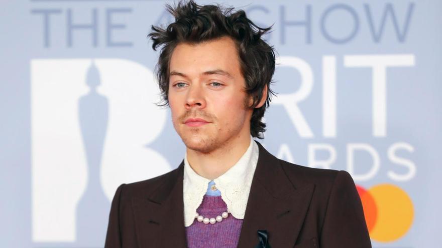 """Críticas a Harry Styles por su portada en Vogue: """"Es demasiado femenino"""""""