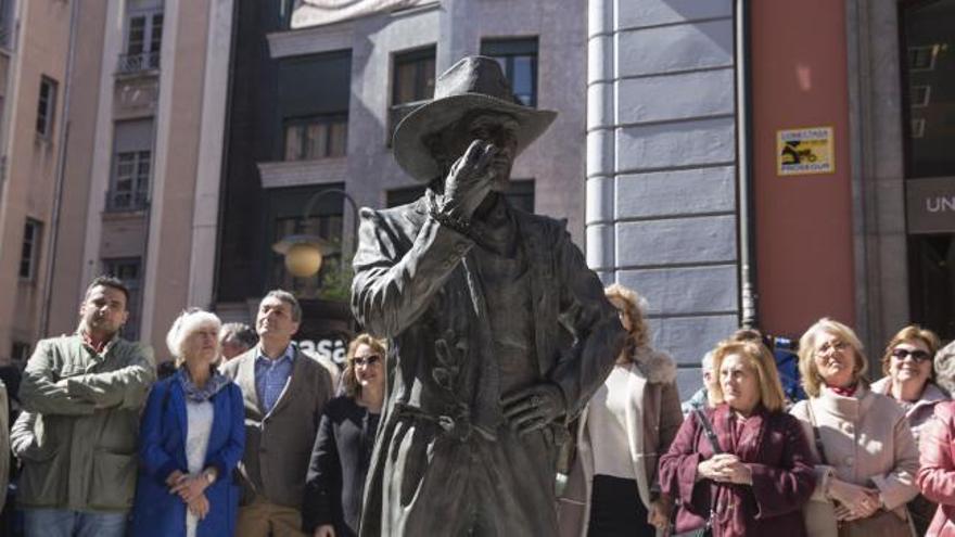 "Inaugurada la estatua de Tino Casal en Oviedo a ritmo de ""Eloise"""