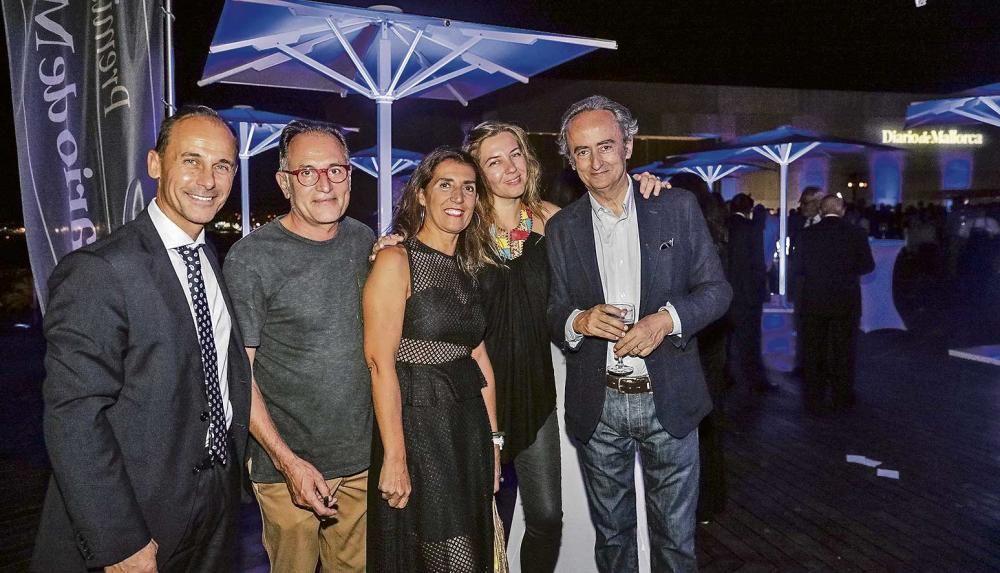 Sebastià Oliver, administrador de Diario de Mallorca, junto al pintor Rafa Forteza, Dora Simonet, de Mutua Balear, la fotógrafa Natasha Levedeva y el escritor y colaborador del Diario José Carlos Llop.