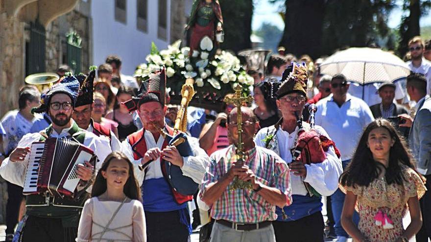 A Laxe recupera la fiesta de Santa Marta con misa y tres veladas de música