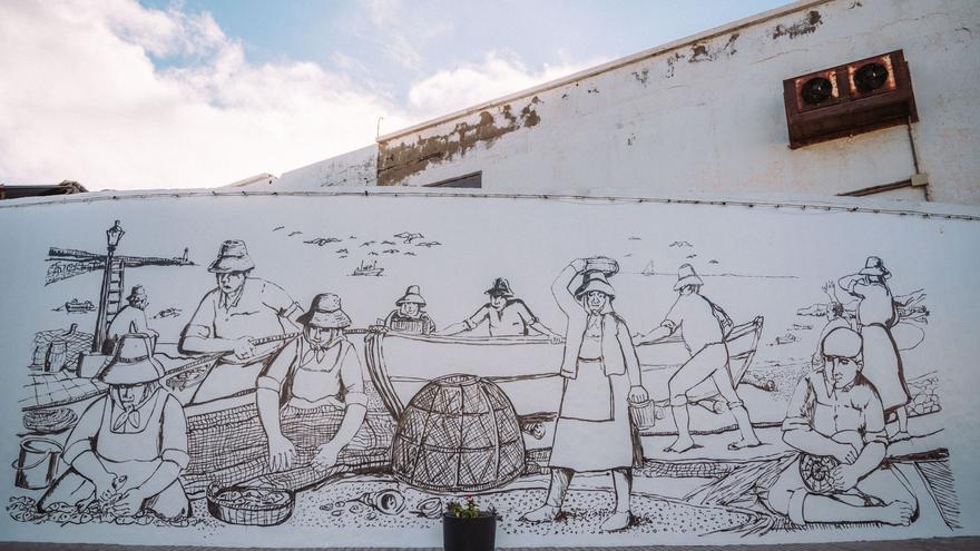 Un mural en Puerto Naos, Arrecife, homenajea a la mujer y su trabajo en las conserveras