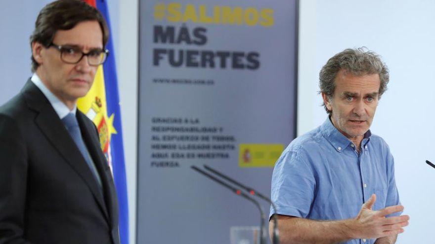 Fernando Simón durante una rueda de prensa junto con el exministro de Sanidad, Salvador Illa.