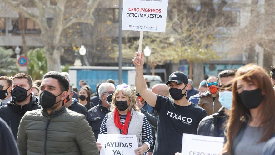 Protesta de hosteleros ante la Subdelegación de Gobierno en Alicante