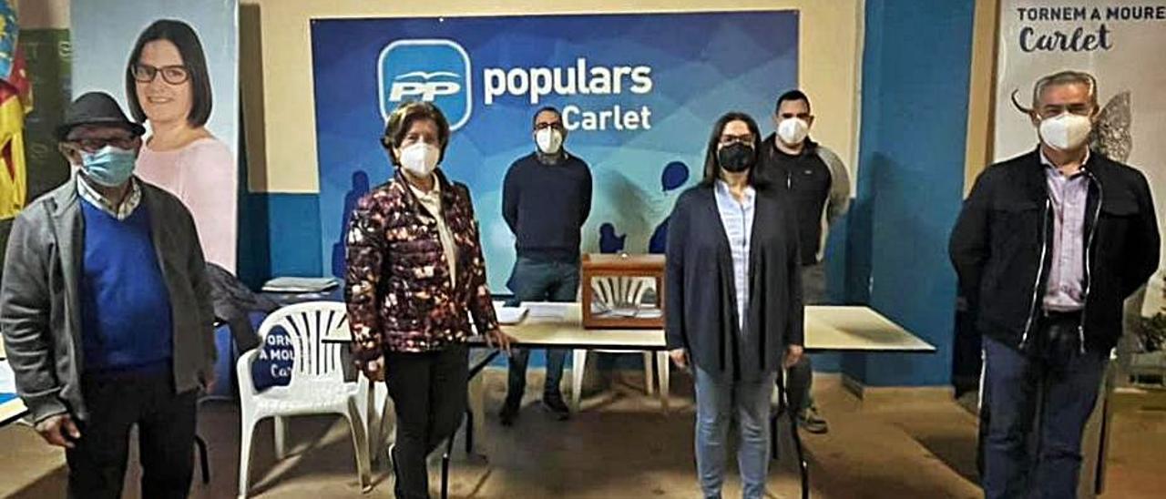 Mª Ángeles Crespo y Laura Sáez, el martes, en la sede local. | LEVANTE-EMV