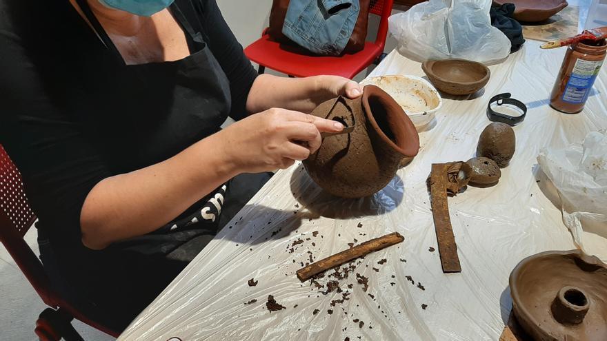 Los cursos de artesanía del Cabildo llegan a su ecuador con éxito de participación
