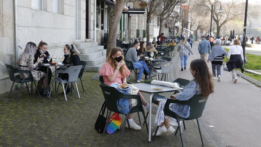 ¿Cuánto tardan en dispararse los casos de COVID en Galicia tras los festivos?