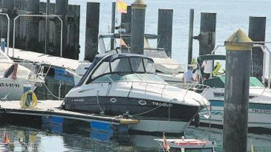 Un moañés muere aplastado por su propio barco cuando lo amarraba en el puerto