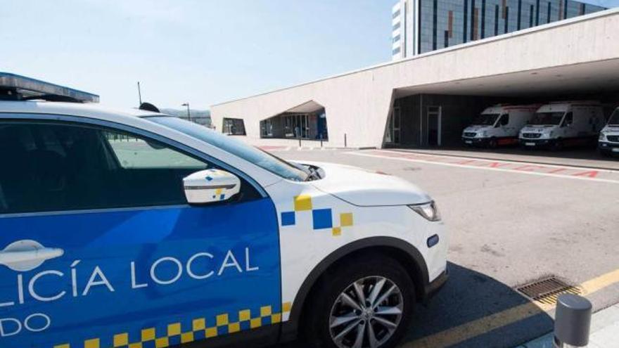 Tres policías, de baja por el ataque del joven drogado en el HUCA