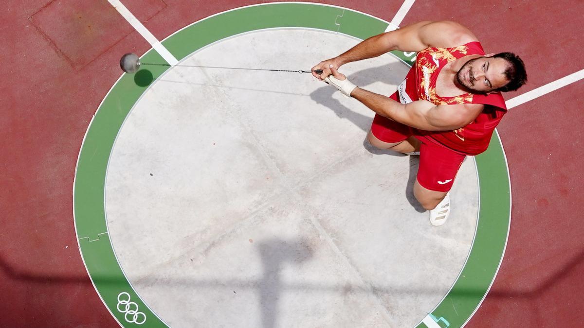 Javier Cienfuegos, durante uno de los tres lanzamientos en la calificación para la final olímpica en Tokio 2020.