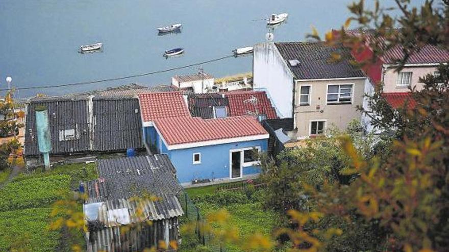 El Pleno aprueba la suspensión de licencias para reordenar el frente litoral en As Xubias