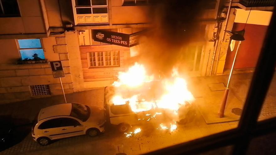 Dos detenidos en Vigo tras robar e incendiar un coche