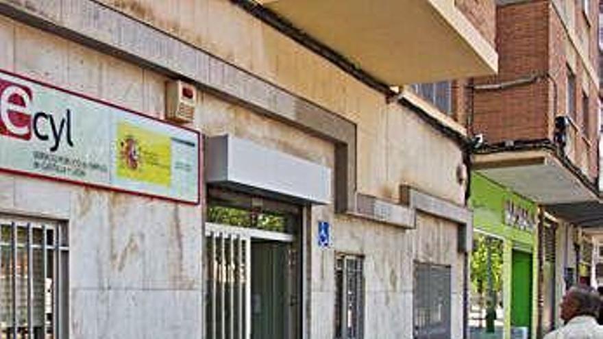 Parados denuncian retrasos en el pago mensual del Plan Prepara