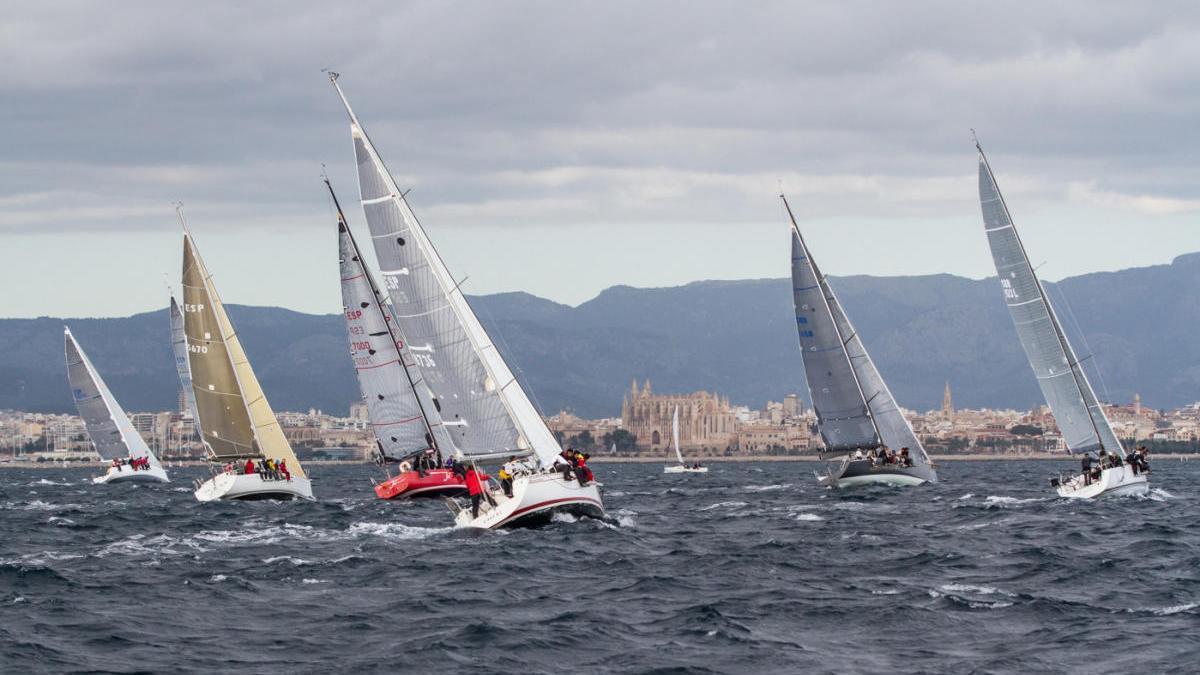 Salida de la regata, que se celebra los años pares y organiza el RCNP, en 2018