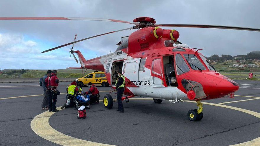 El helicóptero del GES rescata a un senderista en Santiago del Teide