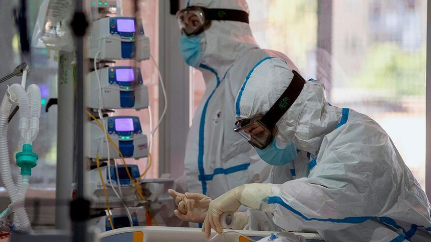 Las UCI no están listas para una tercera ola, y menos en Asturias, advierten los médicos