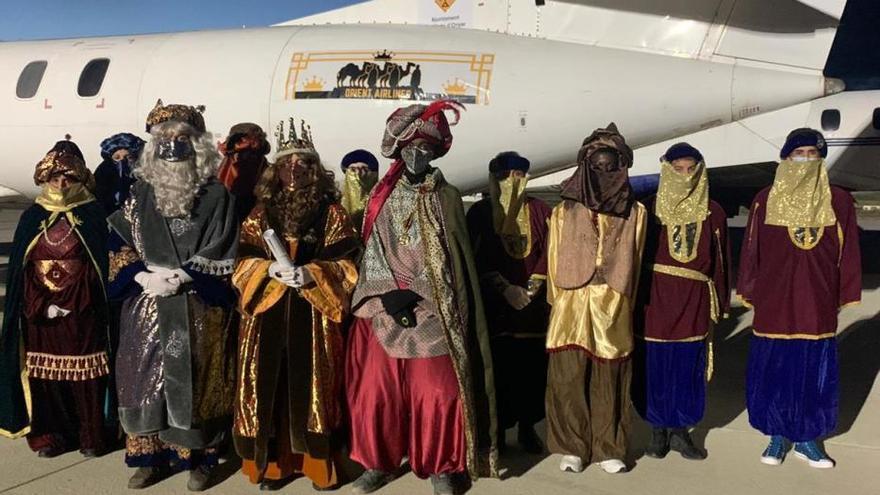 Els Reis d'Orient arriben a Vilobí d'Onyar en avió