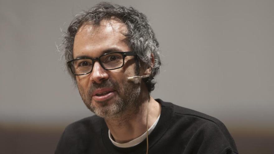 Pedro Sánchez recibe en La Moncloa al músico James Rhodes tras recibir la carta