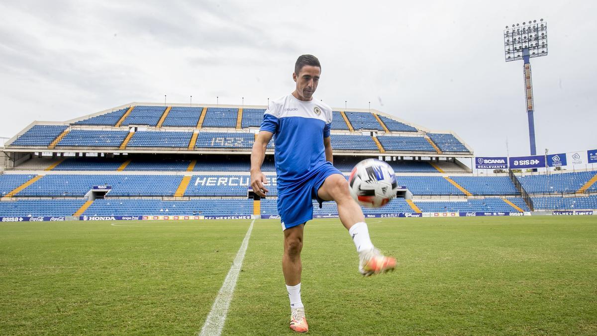 Pedro Sánchez, ayer durante su presentación oficial en el estadio José Rico Pérez.