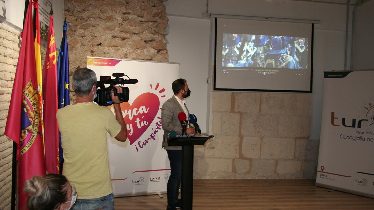 El vicealcalde, Francisco Morales, durante la presentación del vídeo