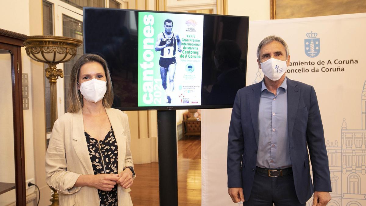 El presidente de la Federación Gallega de Atletismo, Isidoro Hornillos, y la concejala de Deportes, Mónica Martínez, en la presentación.